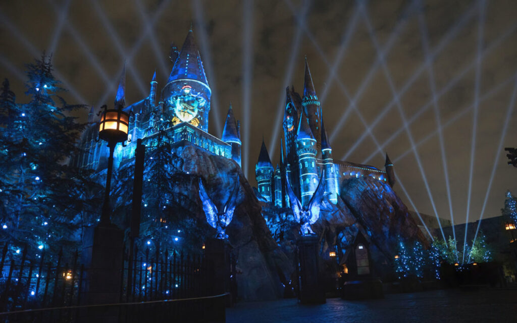 The-Nighttime-Lights-at-Hogwarts-Castle-Ravenclaw-1170x731